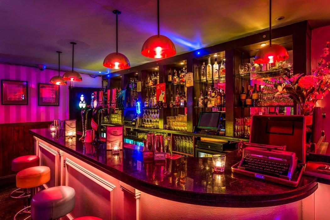 Simmons Bar | Fitzrovia
